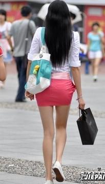 红色包臀短裙长腿妹子