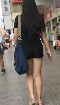 一个肉感的短裙紧身牛仔裤黑丝靓女[vd1.01-DT75]