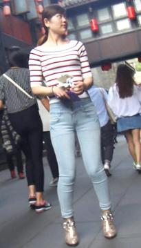 一位丰腴的超短裙牛仔热裤肉丝美女[vd1.01-VH14]