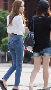 高腰修身牛仔裤时尚靓女
