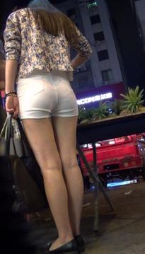 街拍仙姿玉色的超短裙牛仔热裤黑丝美眉[vd1.01-YL47]