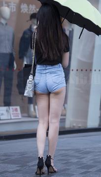 街拍热裤高颜值美女