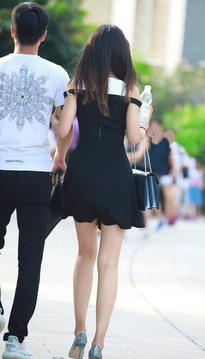 长腿小姐姐和男朋友逛街