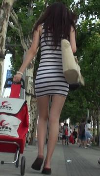 抓拍婉风流转的超短裙低腰裤丝袜美腿美眉[vd1.01-QL31]