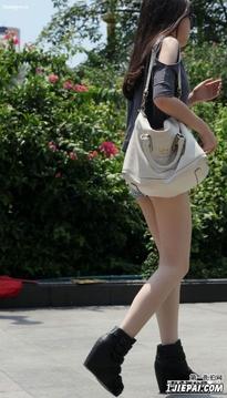 身材很好的牛仔热裤美腿靓女