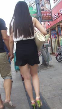 街拍妖艳的超短裙紧牛美臀女生[vd1.01-WP20]
