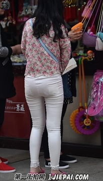 斑点收腰小衬衣,银色紧身薄裤丰满美女【10张】