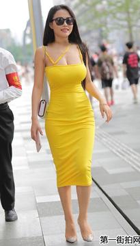 街拍紧身裙少fu