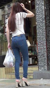 一个娥娜翩跹的包臀裙热裤长腿美眉[vd1.01-WQ48]