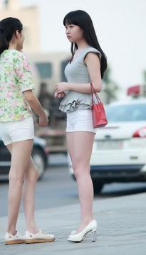 两个白色热裤清纯女生10p
