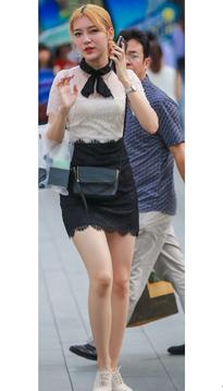 黑短裙大白腿美眉