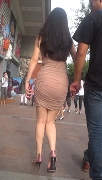 街拍婀娜多姿的包臀裙紧身牛仔裤高跟鞋美眉[KP-ZN14]