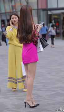 红裙光腿美女