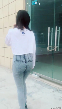 街拍牛仔裤美臀美女589AE45